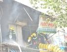 Cháy sát chợ Bình Tây, tiểu thương nháo nhào chạy tài sản