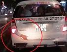 Sự thật về cánh tay người bị kẹt sau xe taxi