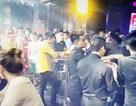 """""""Đột kích"""" 2 quán bar ở Sài Gòn, tạm giữ gần 100 người"""