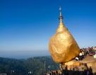Khó tin ngôi chùa nằm chênh vênh trên tảng đá chực rơi xuống