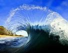 Đẹp ngỡ ngàng khoảnh khắc của những con sóng