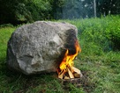 Hòn đá lạ phát Wi-Fi khi đốt lửa