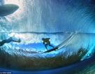 Hình ảnh ngoạn mục đến khó tin của những vận động viên lướt sóng