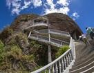 Cầu thang chênh vênh đáng sợ nhất thế giới