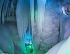 Vẻ đẹp kỳ ảo của hang băng không bao giờ tan chảy