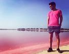 Đầm nước màu hồng tự nhiên trở thành điểm đến ưa thích của giới trẻ