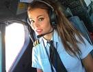 Nữ phi công xinh đẹp du lịch vòng quanh thế giới để tập yoga
