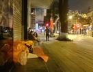 Hà Nội: Người vô gia cư run rẩy chống chọi với cái rét thấu xương