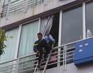 Hà Nội: Giải cứu nhiều người mắc kẹt trong ngôi nhà 4 tầng