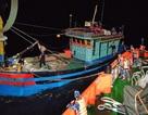 Cứu sống 6 người trên tàu cá bị trôi dạt trên biển