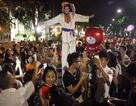 Nghệ sĩ Nga biểu diễn miễn phí trên phố đi bộ Hà Nội