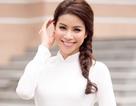 Hoa hậu Phạm Hương tinh khôi với áo dài trắng