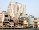 """Dẹp nhà """"kỳ dị"""" tại Hà Nội: Không vướng trước thì... kẹt sau"""