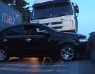 Xe tải tông xe con, 6 người thoát chết