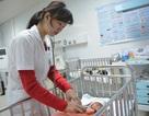 Thêm cháu bé 2 tháng tuổi tử vong vì sưởi than