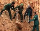 Quả bom nặng 500 cân Anh nằm trong vườn nhà dân
