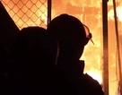Công an khám nghiệm điều tra vụ cháy chợ Hoà Hiếu lúc 1h sáng