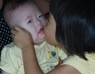 Cha mẹ nghèo đau đớn trước cảnh con trai 6 tháng tuổi mắc bệnh nan y