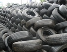 """Hàng nghìn container lốp xe cũ """"phơi sương"""" ở cảng"""