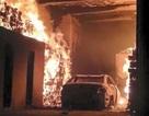 """Hy hữu: Chú chuột """"đốt"""" cả nhà lẫn xe hơi"""