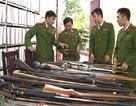 Người dân giao nộp 8 quả bom, hàng nghìn khẩu súng