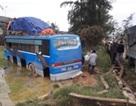 Xe khách mất lái lao thẳng xuống ruộng lúa