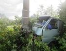 Ô tô đâm gãy trụ điện, 1 người bị thương