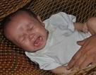 Tiếng khóc thảm thiết của bé 4 tháng tuổi bị tim bẩm sinh vừa mất bố