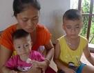 Nước mắt mẹ nghèo trước cảnh con trai thì mù, con gái nguy kịch vì bệnh tim