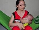 Thương cảnh mẹ mù chăm con trai bị ung thư mắt