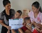 Hơn 141 triệu đồng đến với gia đình có con trai mù, con gái bị tim