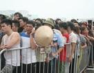 Dòng người chen lấn, xô đẩy để giành vé xem trận Việt Nam-Man City