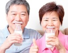 Chỉ uống sữa không giải quyết được tình trạng loãng xương