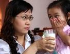 """Vì sao nhiều mẹ Việt luôn """"nhồi, ép"""" con ăn?"""