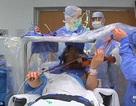 Bệnh nhân chơi guitar trong khi mổ não