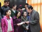 Hỗ trợ kinh phí giúp sinh viên nghèo về quê đón Tết
