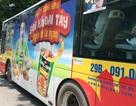 Dùng búa phá kính xe buýt chứng minh sự vô hại của quảng cáo!