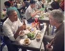Tổng thống Obama ăn bún chả và phố phường Hà Nội biến thành sông