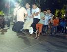 Người Hà Nội háo hức với phố đi bộ, người TPHCM đổ xô xem bắn pháo hoa