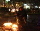 """Người Hà Nội đốt lửa chống chọi với """"ngày lạnh nhất mùa đông"""""""