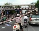 """Hà Nội: Xe khách cố tình đi lên cầu vượt, """"hạ gục"""" khung sắt"""