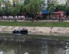 Hà Nội: Xe bán tải lao xuống sông Tô Lịch, tài xế tử vong