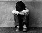 Bé 5 tuổi bị thầy giáo nhốt trong phòng tối và… bỏ quên