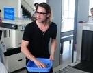 Brad Pitt rời Côn Đảo, một mình đi TPHCM