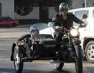 Brad Pitt chở Pax Thiên đi mua sắm bằng xe... xít-đờ-ca