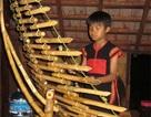 Cậu bé Ê-đê thành thạo 7 loại nhạc cụ dân tộc