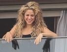 Shakira: Mặt mộc vẫn tự tin vẫy chào fans