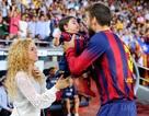 Shakira đưa con đi xem bạn trai đá bóng