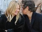 Harry Styles và Sienna Miller thân mật khi đi xem thời trang
