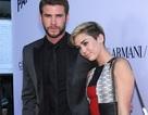 """Bạn trai """"phát sợ"""" màn diễn phản cảm của Miley Cyrus"""